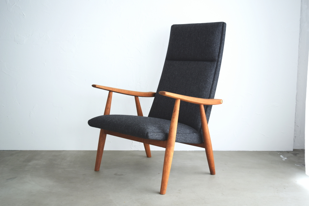 Hans J Wegner GE260 Highback easy chair