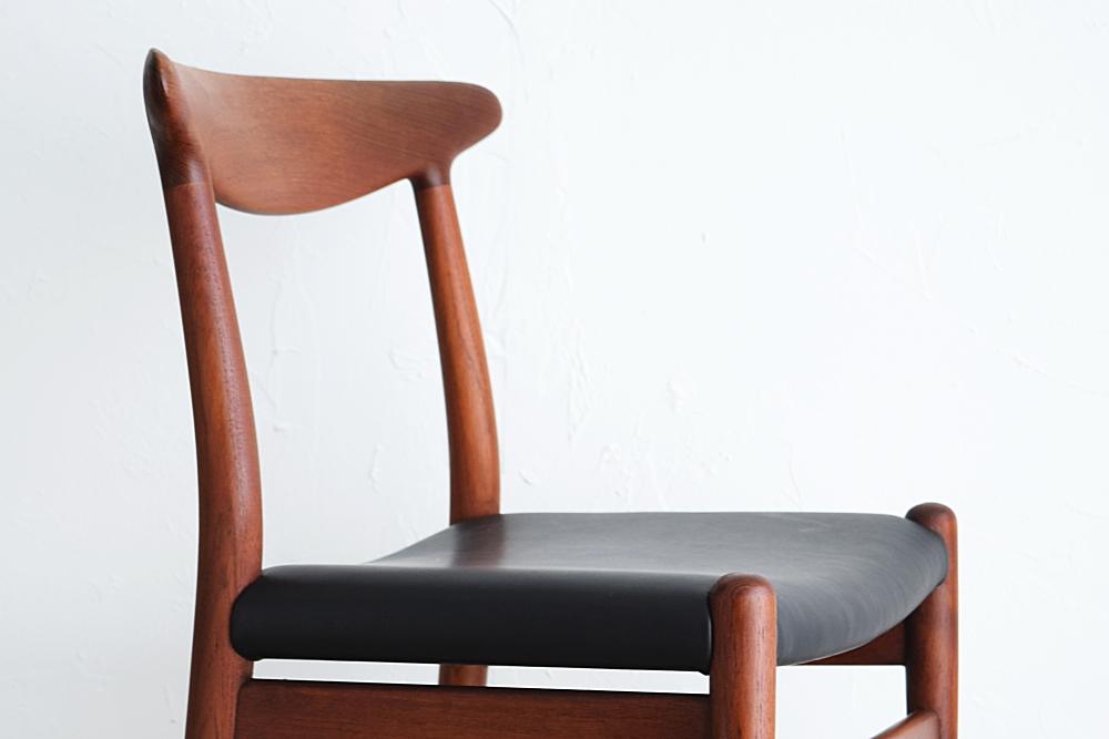 Hans J Wegner W2 Chair