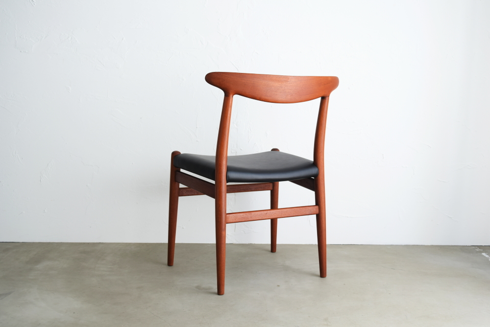 Hans J Wegner W2 Chair