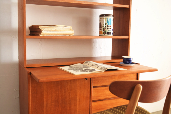 Open shelf with Bureau desk