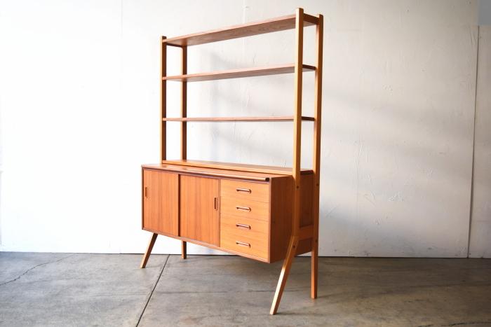 Open shelf with Bureau
