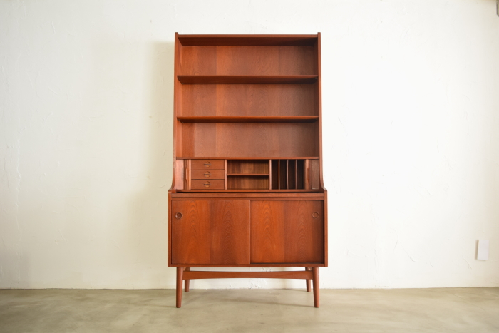 Book shelf with Bureau