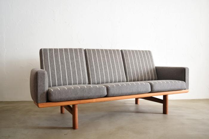 Hans J Wegner GE235 Sofa