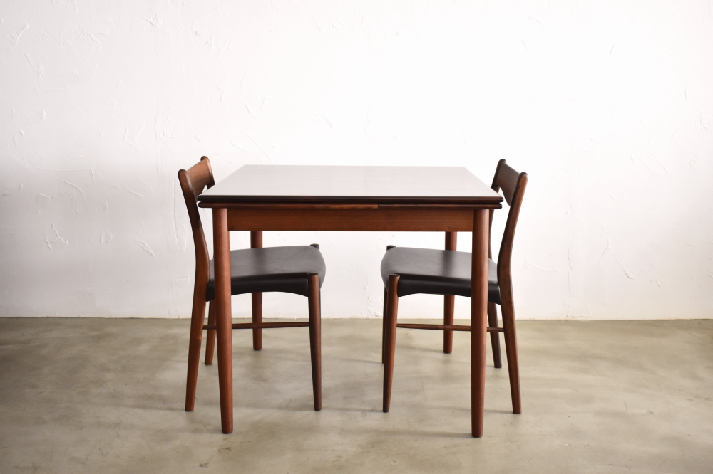 Square Dining Table in Rosewood