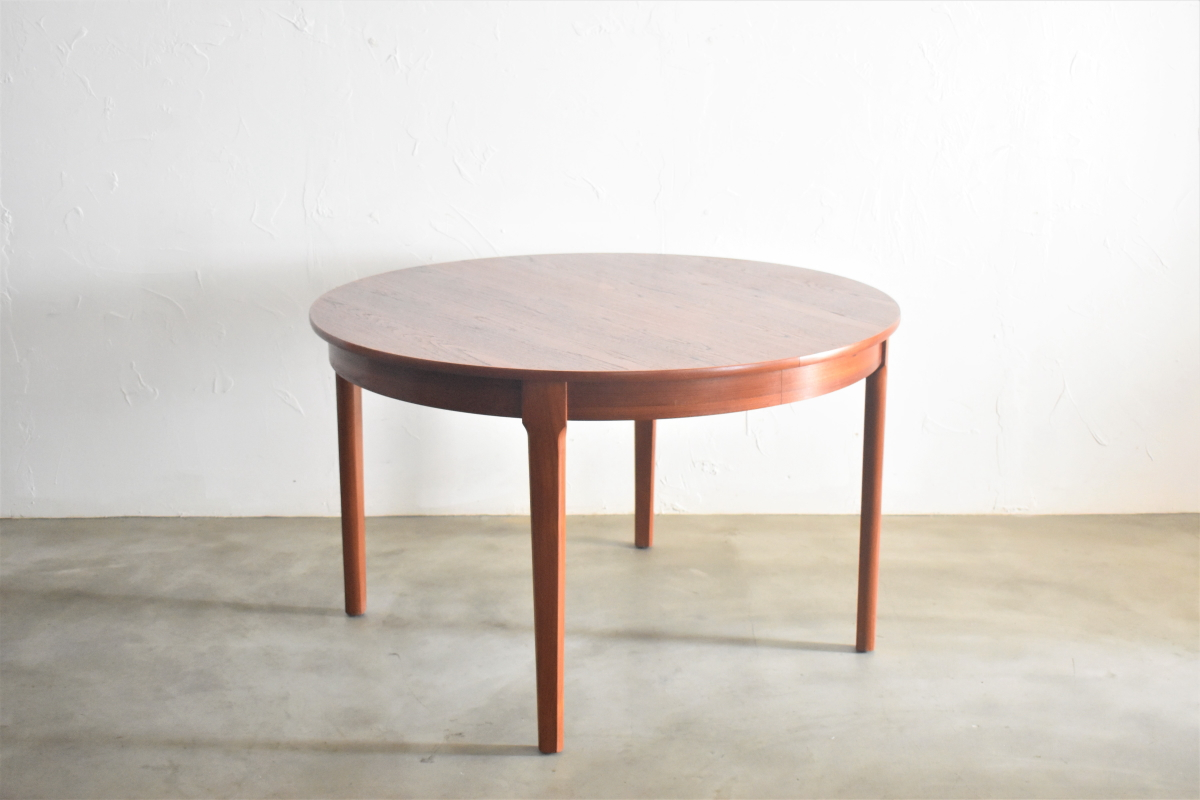 Round Dining Table with two leaves